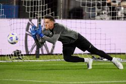 Soccer-Tottenham sign Atalanta goalkeeper Gollini on season-long loan