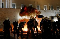 Greek police clash with protesters in rally against mandatory vaccinations