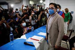Hundreds protest ouster of Guatemalan anti-graft crusader