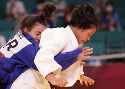 Olympics-Judo-Japan's Abe siblings still in hunt for matching golds in Tokyo