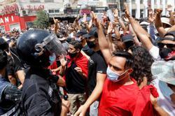 Protests across Tunisia target Ennahda party over political crisis