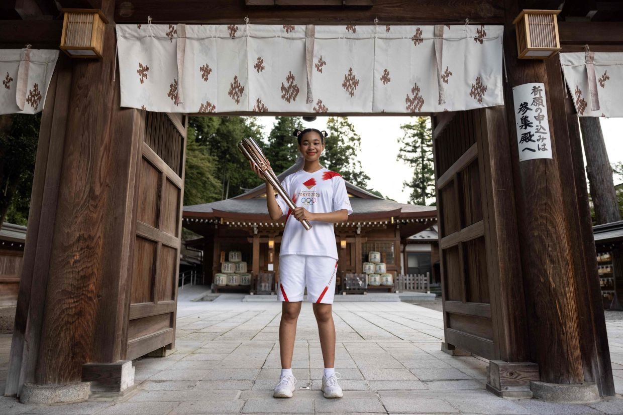 Looking to draw attention to the bullying and discrimination faced by some biracial Japanese, Omuro applied and was chosen to be a torchbearer in the nationwide Olympic flame relay before the Games.