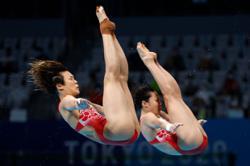 Thanks grandad! China win first gold