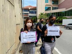 Two doctors mark Sabah hartal protest at Queen Elizabeth Hospital 1
