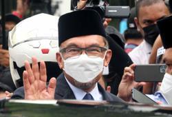 Anwar blasts arbitrary revoking of Emergency Ordinances, asks govt if King consented