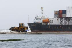 Pakistani authorities plan to remove fuel from stranded ship