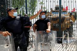 Tunisian lawyers, politicians split on constitutional crisis