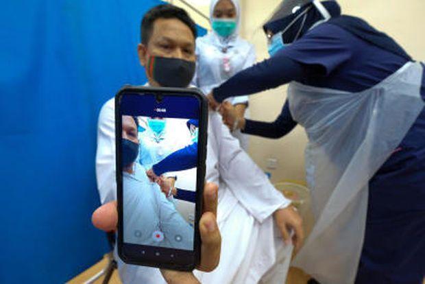 File pic dated July 23 2021 shows Vaccination at Hospital Ar-Ridzuan - Bernama
