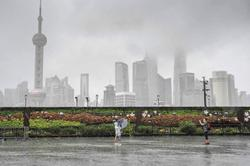 Typhoon lashes Shanghai, filling roads with water