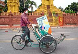 Cyclos bring free meals on wheels to the poor