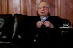 Former Chilean priest at center of abuse scandal dies at 90