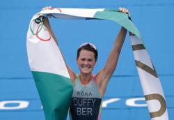 Oympics-Triathlon-Dominant Duffy wins famous gold for Bermuda