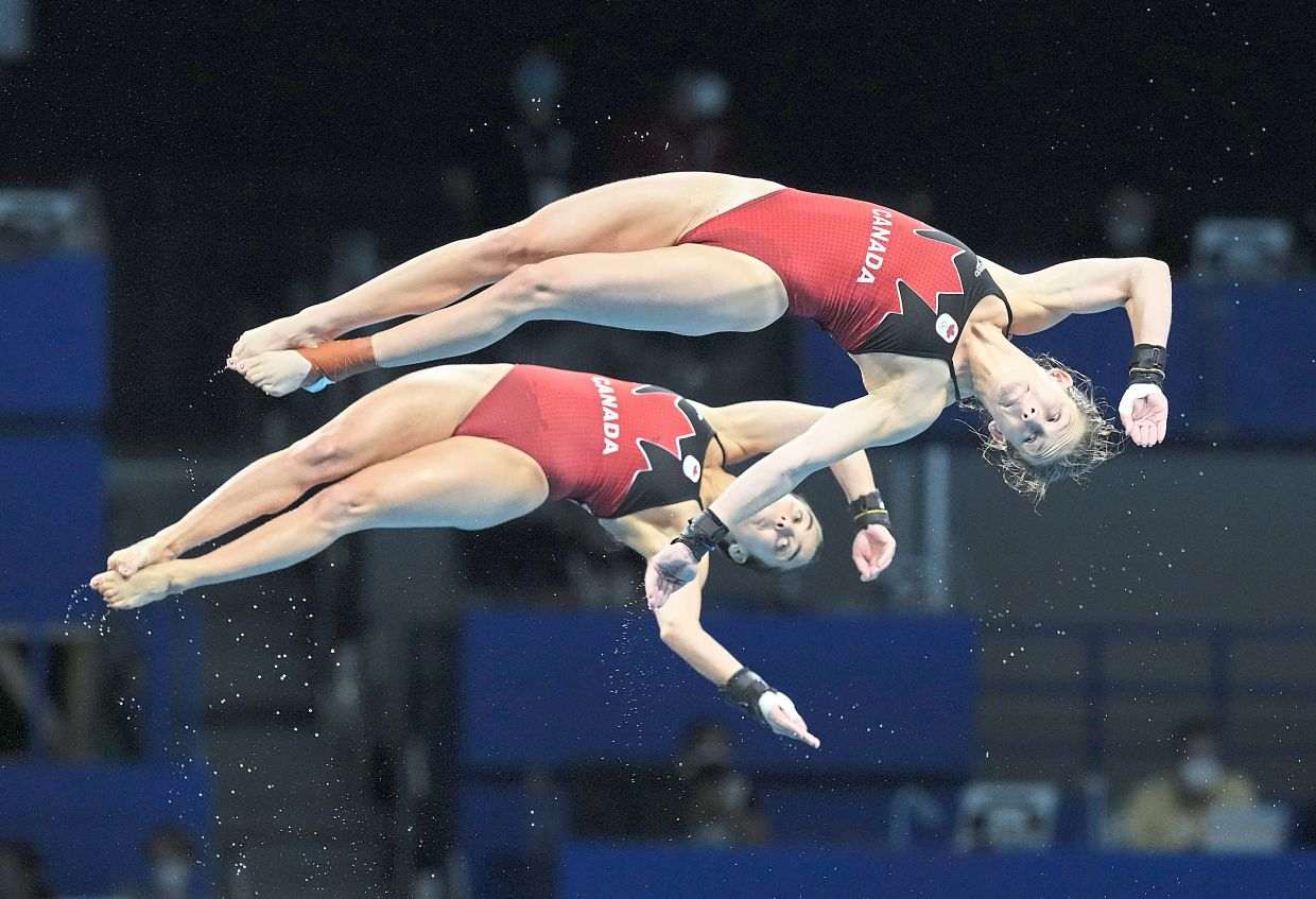Right curves: Canada's Meaghan Benfeito and Caeli McKay of Canada during the 10m platform synchro diving final. — AP