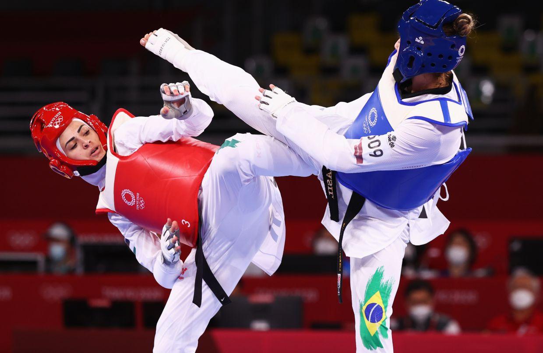 Milena Titoneli Guimaraes of Brazil in action against Julyana Al-Sadeq (left) of Jordan during the Taekwondo Women's Welterweight 57-67kg at the Olympic Games. Photo: Reuters