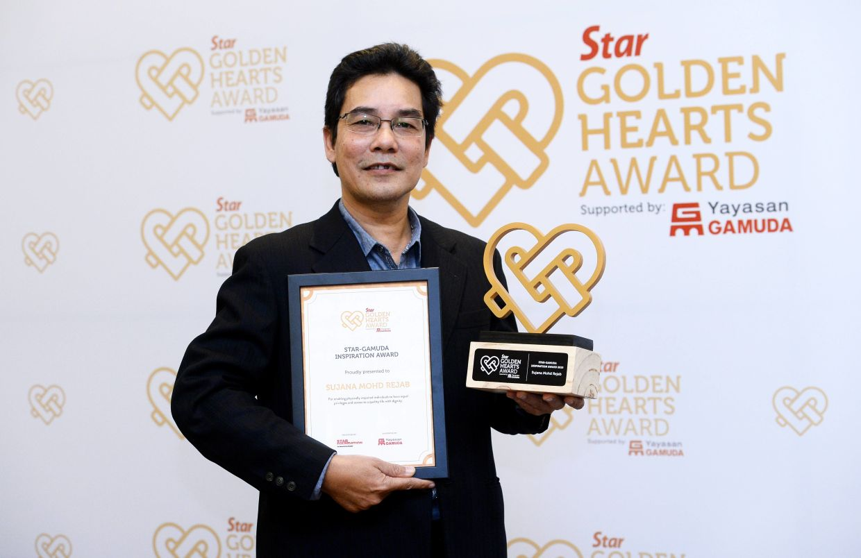 Sujana receiving the Star Golden Hearts Award and Star-Gamuda Inspiration Award in 2019. Photo: Filepic