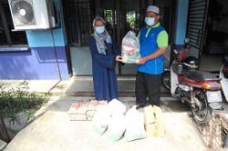 Mayor's contribution kick-starts Subang Jaya food bank project