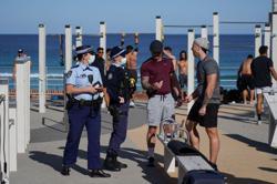 Sydney braces for extended COVID-19 lockdown as rest of Australia opens