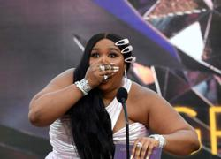 Singer Lizzo warns fans to stay 6 feet away from her as Delta variant spread