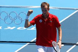 Olympics-Tennis-Medvedev fumes as players wilt in Tokyo heat