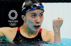 Olympics-Swimming-Overcoming depression to double gold, Japan's Ohashi storms to medley double