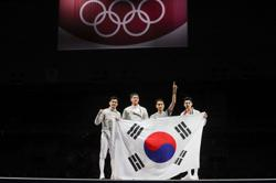 Olympics-Fencing-South Korea wins gold in men's team sabre