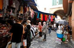 In Tunis bazaar, traders say economic woes set stage for crisis