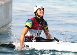 Olympics-Canoeing-Australia's Fox wins gold in women's canoe slalom