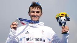Olympics-Triathlon-Britain in the box seat for first mixed sprint relay