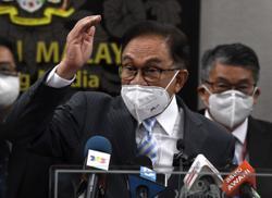 Anwar demands that Muhyiddin step down as PM