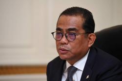 Khaled Nordin: Umno should strive to establish interim government