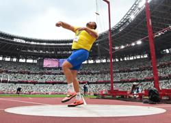 Olympics-Athletics-World discus champ Stahl bags finals spot with just one throw