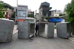 Checkpoints shape life in Hanoi during lockdown