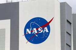 U.S. watchdog rejects Blue Origin protest over NASA lunar contract