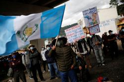 Guatemalans protest for second day to demand president resigns