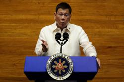 Philippines extends travel ban on 10 countries to Aug 15
