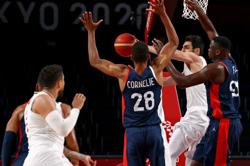 Olympics-Basketball-French men's team coast to quarter-finals with win over Iran