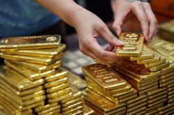 Central banks go big on gold buying
