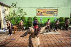 Teachers hesitant to return to online learning as Indonesian govt orders school closures