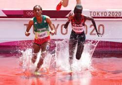 Olympics-Athletics-Amidst punishing temperatures, women's 3,000m steeplechase kicks off