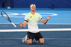 Olympics-Tennis-Germany's Zverev cruises past Khachanov to Olympic gold in Tokyo