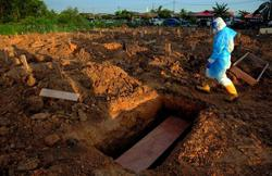 Jawi uses backhoes to speed up funeral process for Covid-19 victims