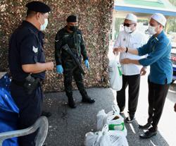 Thanksgiving: One tonne of durians given out to frontliners in Ipoh