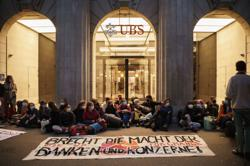 Police clear climate activists from heart of Zurich financial district