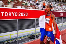 Olympics-Athletics-One down, two to go - Hassan kicks off treble bid with 5,000m gold