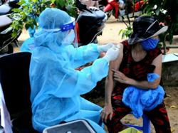 Hanoi tell residents cannot leave city as Covid-19 cases keeps soaring and Vietnam reports 7,455 new cases