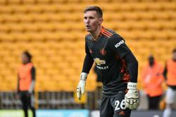 Soccer-Henderson out of Man Utd training camp after contracting COVID-19