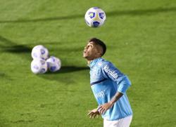 Soccer-Juventus sign Santos teenager Kaio Jorge
