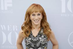 US comedian Kathy Griffin says she is undergoing surgery for lung cancer
