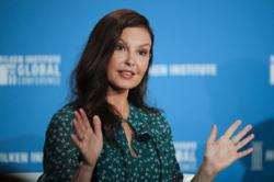 Actress Ashley Judd is able to walk again long after shattering leg in Africa