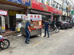 DBKL confiscates wares placed on roads by hawkers